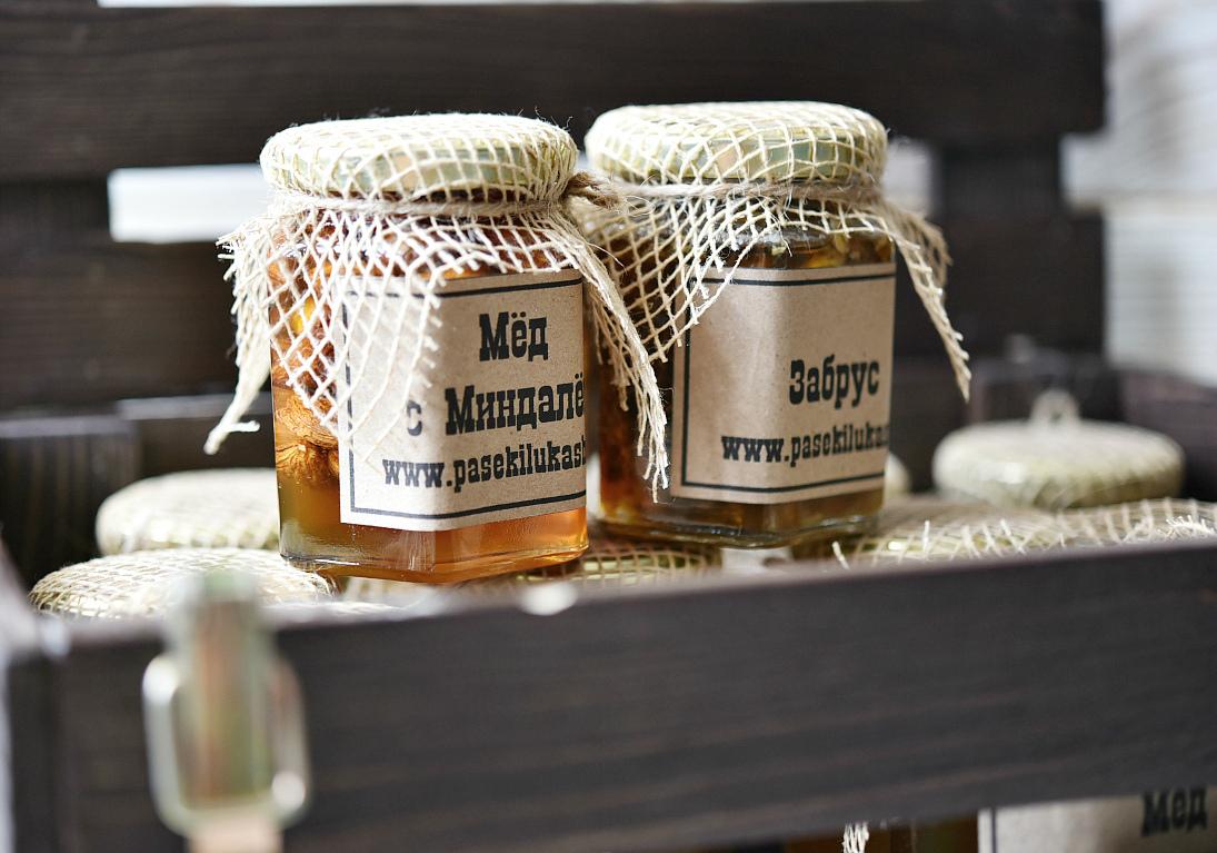 мед стилизованный под начало 20 века